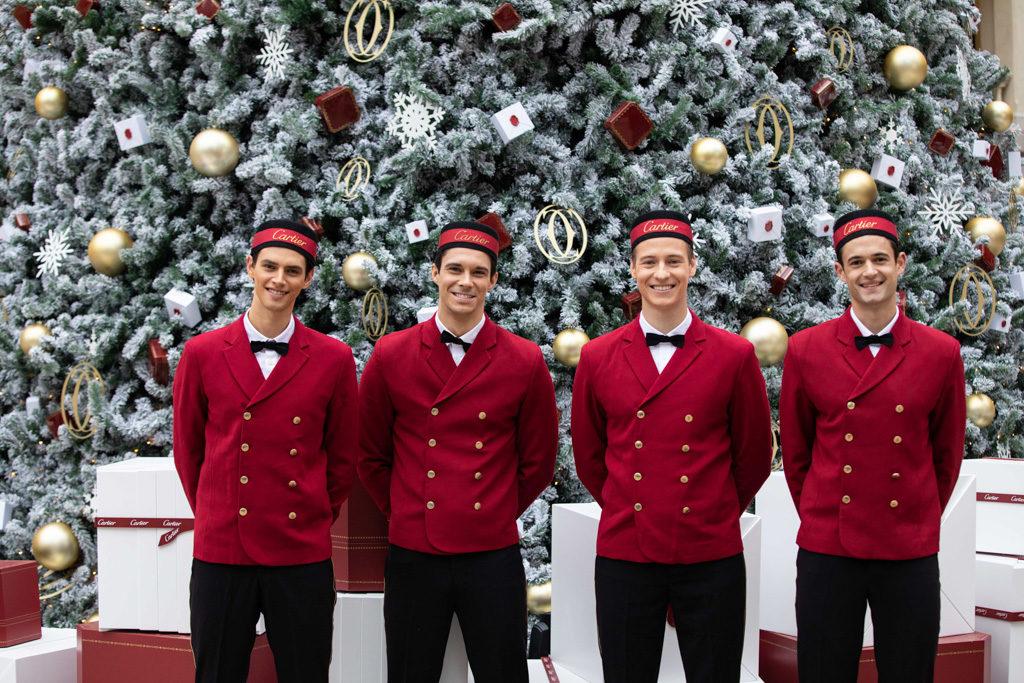 「卡地亞假大館傳揚聖誕精神」慶祝活動 卡地亞聖誕樹在大館的檢閱廣場上展出。