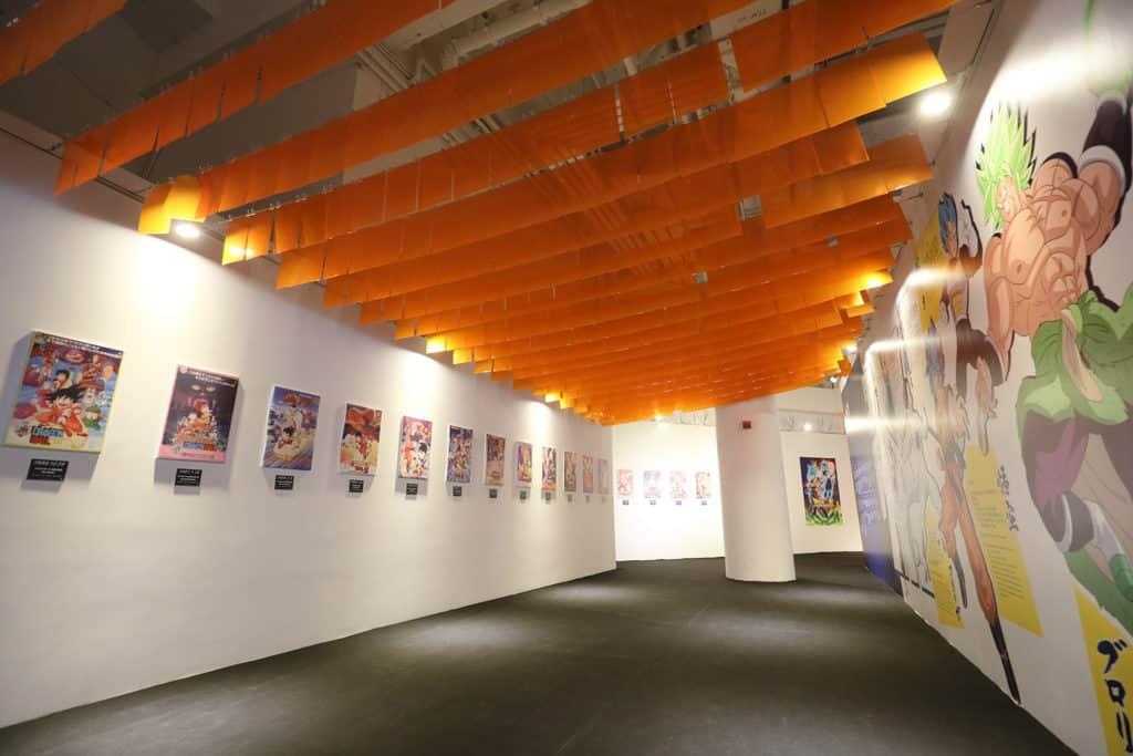 數碼港商場:龍珠超體感互動藝術展 《龍珠》珍藏展展出 20 張獨家電影海報。