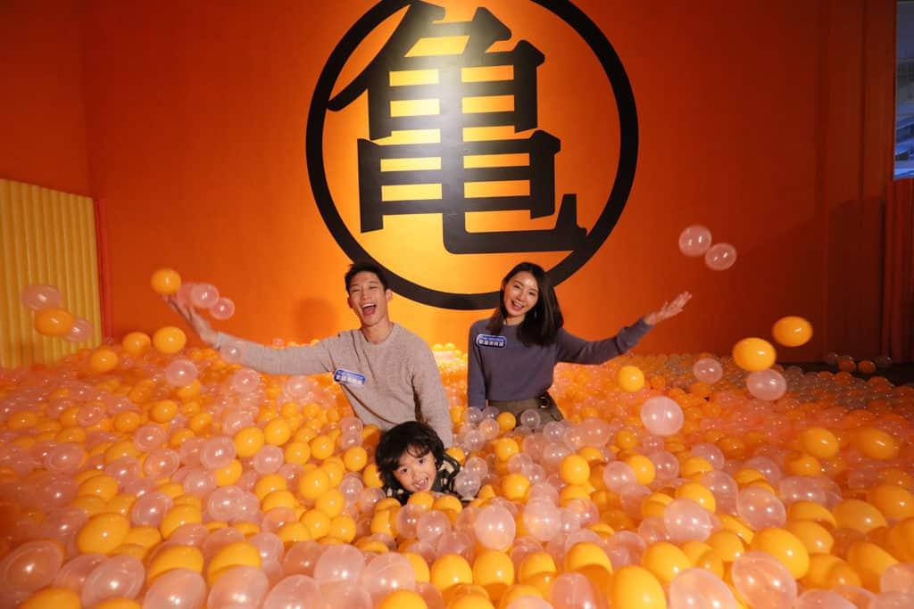 數碼港商場:龍珠超體感互動藝術展 龜波池滿滿的都是鮮橙色的波波。