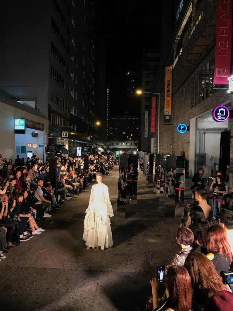 香港設計中心:「#ddHK設計#香港地」「#dd策動:時裝匯演 FASCINATION STREET」在深水埗長義街舉行時裝騷。