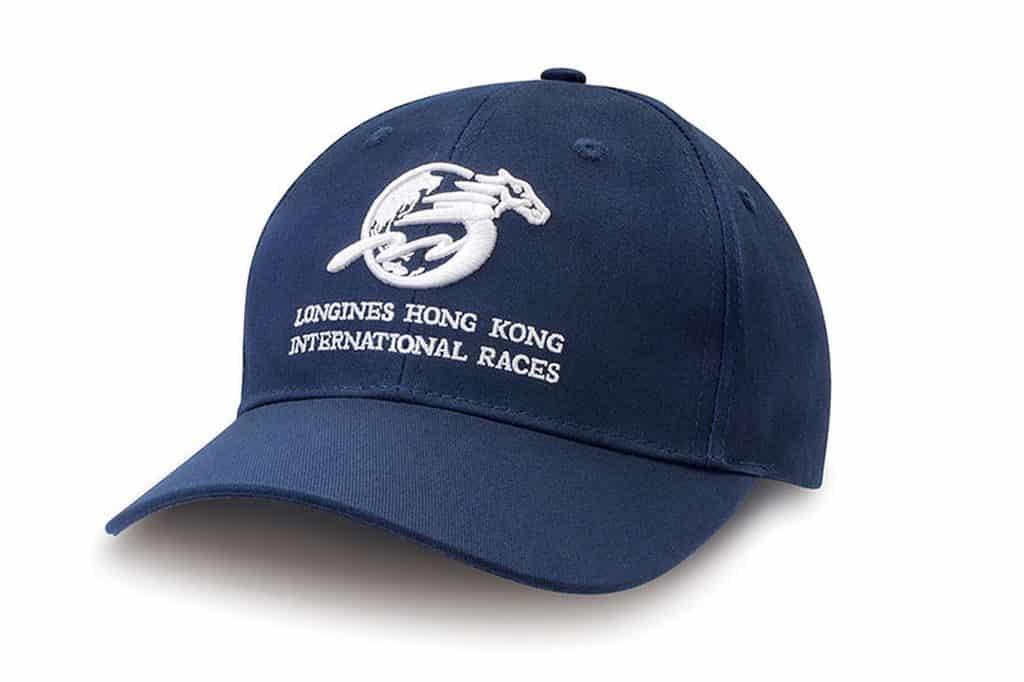 浪琴表香港國際賽事當日第五場賽事開跑前進入沙田馬場或跑馬地馬場,即可獲贈Cap帽一頂。
