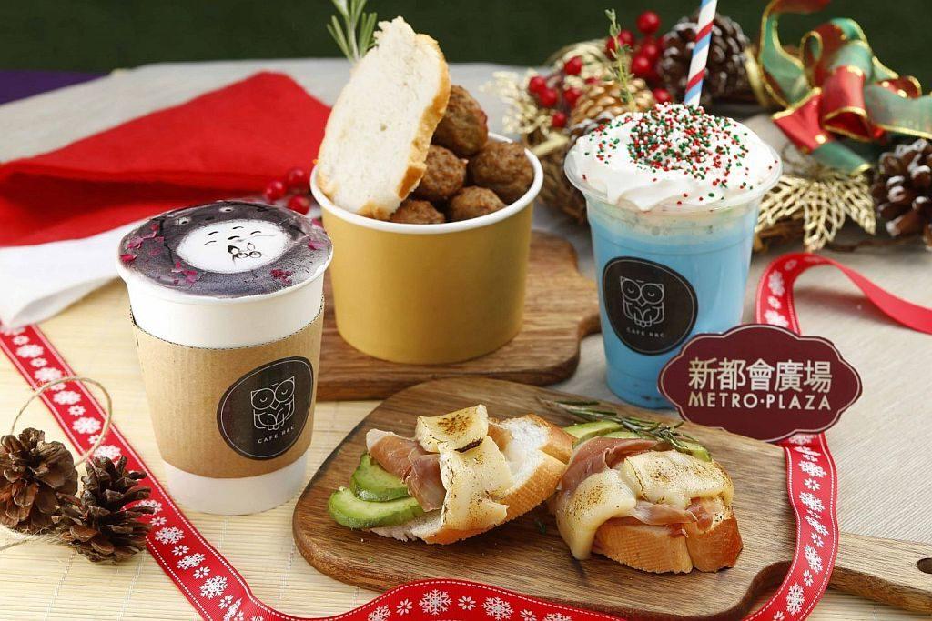 新都會廣場聖誕周末市集推介:Café R&C 特別推出聖誕版玫瑰系列特飲,配上可愛圖案,營造窩心溫暖的聖誕感覺。