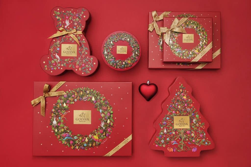 MOKO新世紀廣場:GODIVA巨型巧克力聖誕卡雕塑展覽 英國藝術家 Emily Carew Woodard 設計聖誕系列禮盒。