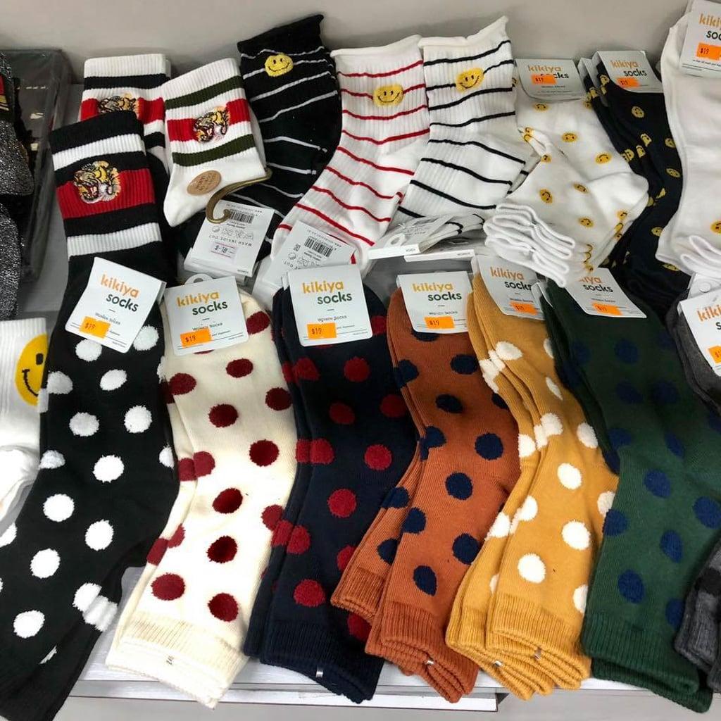 觀塘開倉:Oh Mart聖誕波鞋Bazaar Sale 現場另有襪子等配飾物品。