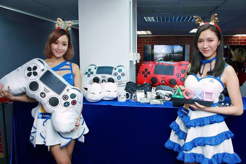 旺角:PlayStation聖誕玩樂LIVE小鎮|雅蘭中心·荷李活商業中心·家樂坊 活動期間推出多款 PS4 及 PS VR 精選優惠及精美禮品。