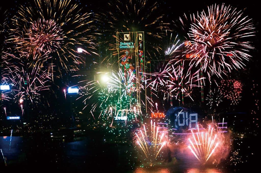 天際100:「歡慶在天際」節慶活動 在 Sky100 可近距離欣賞維港上空綻放的除夕煙花。
