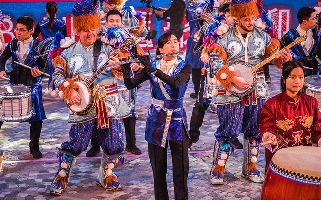 新春國際匯演之夜2019:大年初一香港新春花車巡遊 音樂表演是巡遊的重要元素。