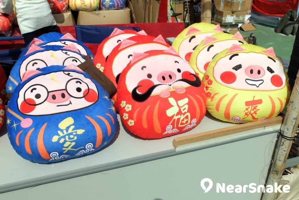 豬年年宵貨品: 達摩豬,還真是另類新鮮的賀年吉祥物。 (售價︰$168)