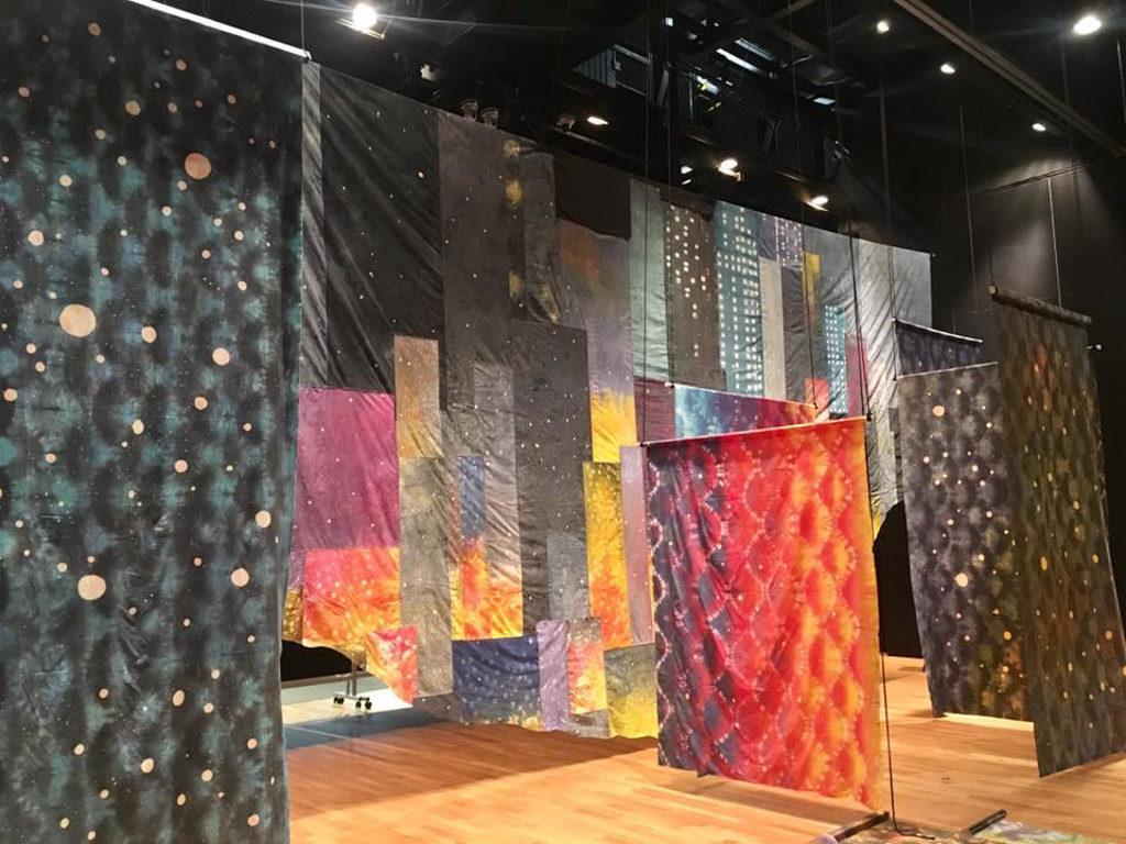 「逆光II 共生 Behind the light Coexistence」紮染藝術展覽 今次展覽建構出 4 個主題展區。