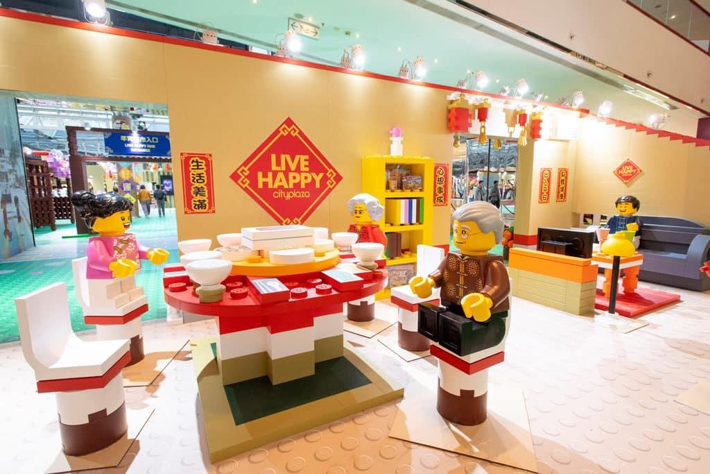 太古城中心:整整「砌砌」過新年 賓客可以走進LEGO 人仔大宅,在客廳與家人輕鬆閒聊。