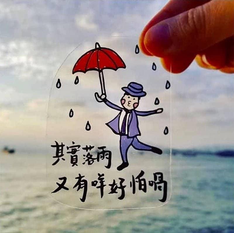 D2 Place: 進入「年夜飯桌」年宵市集者,可獲贈由香港插畫家 Albee Yau 和台灣插畫家狗狗的小跳步繪蹦砰所繪畫的市集紀念版揮春。