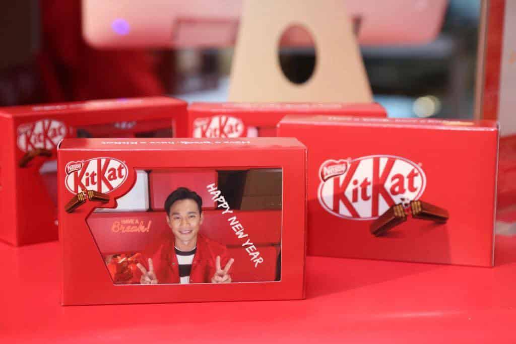 海港城朱古力展「情.尋朱古力-2019」顧客可即時拍攝個人照片並設計出獨一無二的 KIT KAT 包裝。