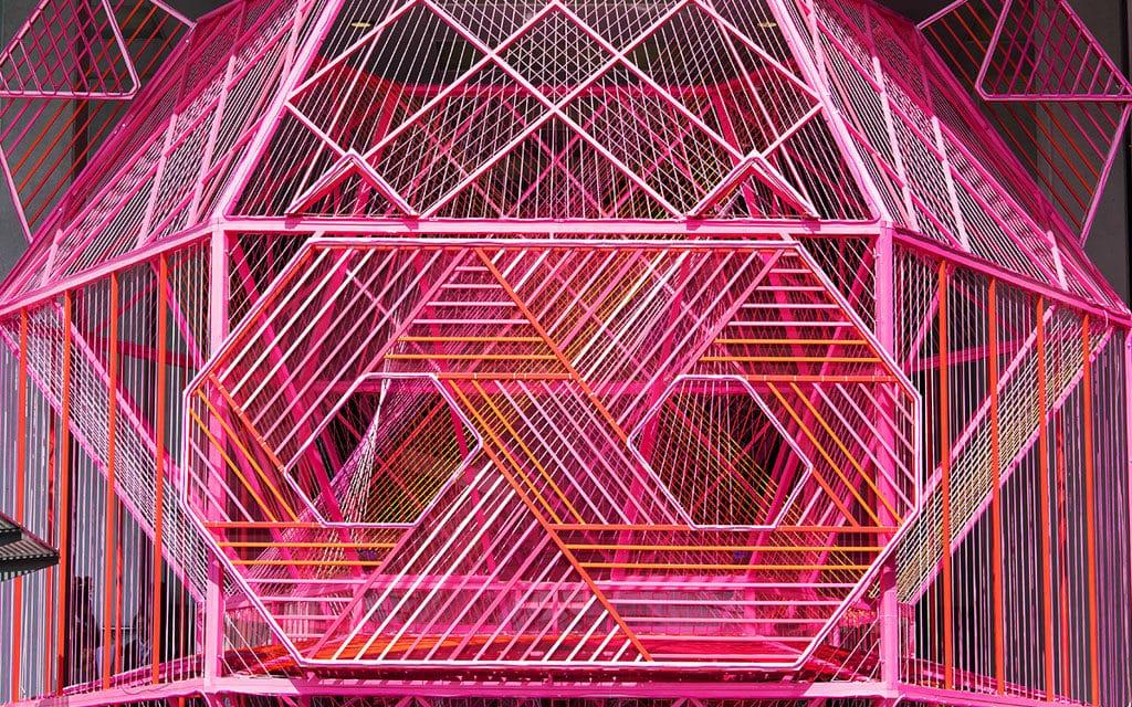 海港城:喜豬拱門 HAPPIG New Year 海運大廈露天廣場設置 7 米高的巨型「喜豬聚寶盆」。