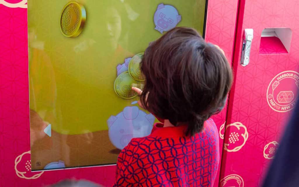 海港城:喜豬拱門 HAPPIG New Year 挑戰互動小遊戲可獲取幸運錦囊。