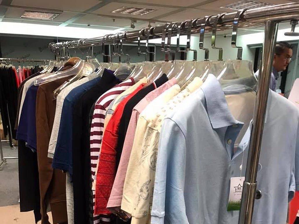 善臨慈善基金會在今次海港城展銷集現場舉行慈善義賣,多個時裝品牌贊助服飾作義賣用途。