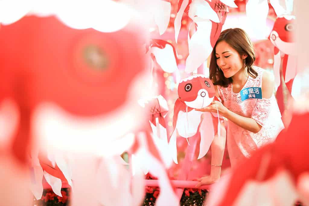 荷里活廣場:柳井金魚春日祭 竹籔博規所製作的金魚燈籠沿用最傳統的方法。