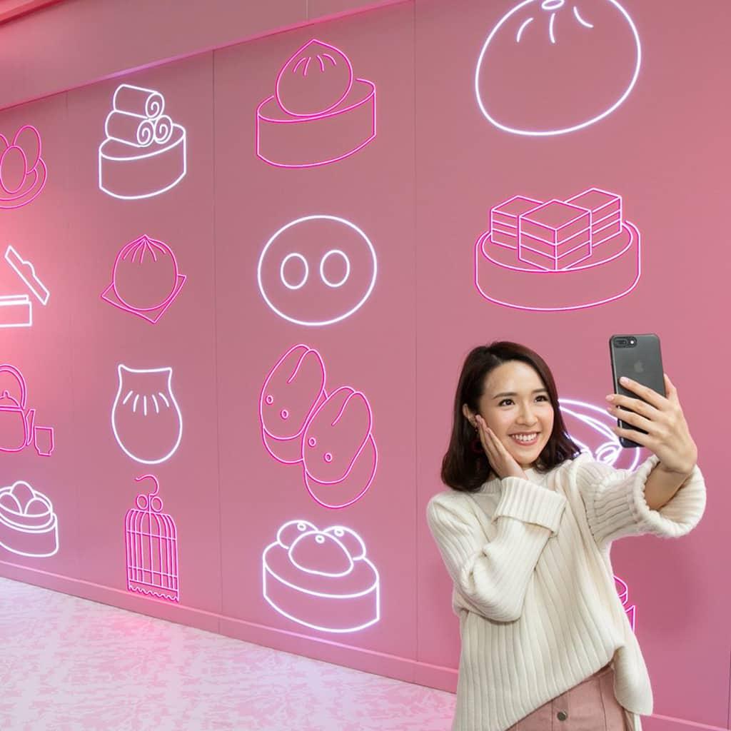 朗豪坊:《豬事如意》賀新年 霓虹燈點心牆