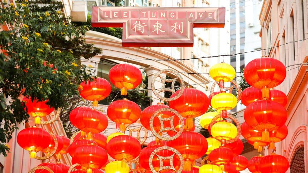 利東街:「利東喜盈豬」新春步行街 利東街構建香港最大型的戶外新春步行街。