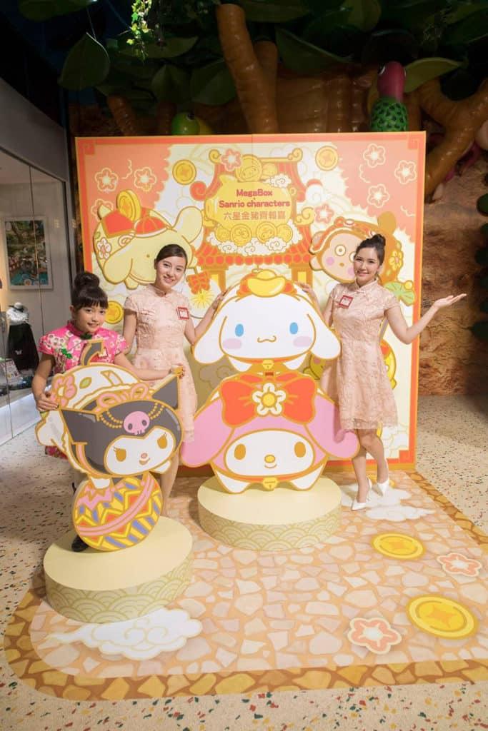 MegaBox:Sanrio characters 六星金豬齊報喜 MegaBox 設置「Sanrio characters 六星金豬齊報喜」大型賀年裝置。
