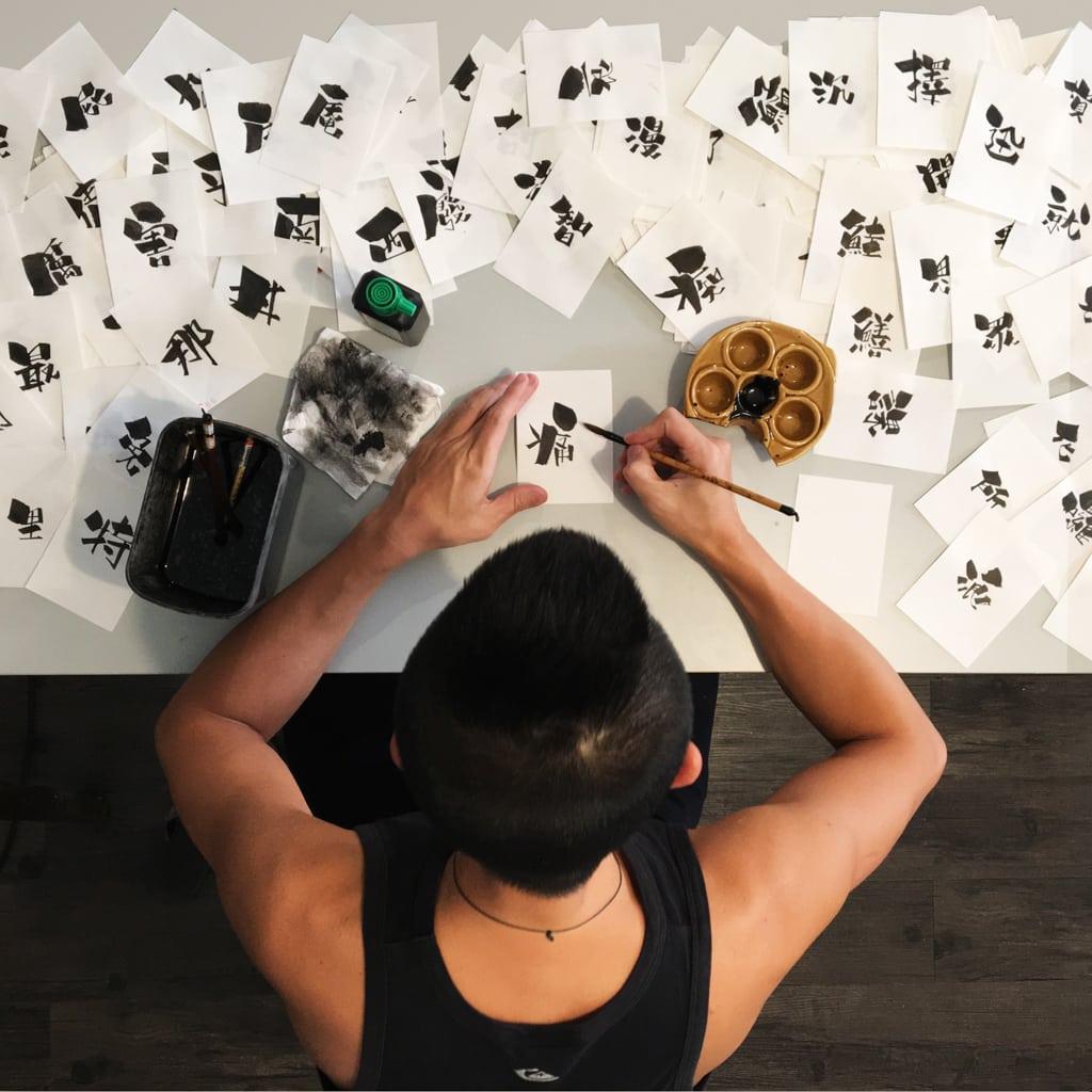 Mikiki活動:「型」新春市集 Kit Man 以創立獨特手工毛筆字「勁揪體」而廣為人知。