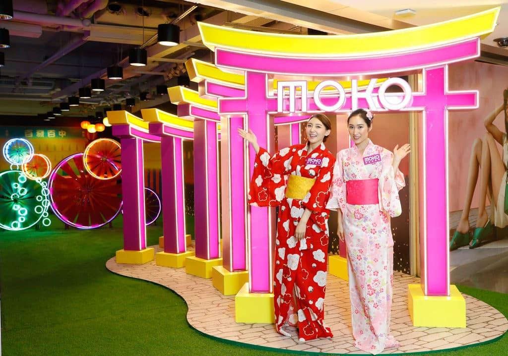 MOKO:新春光影日本風車祭 鳥居隧道:由五個層梯式鳥居並列而成的螢光隧道。