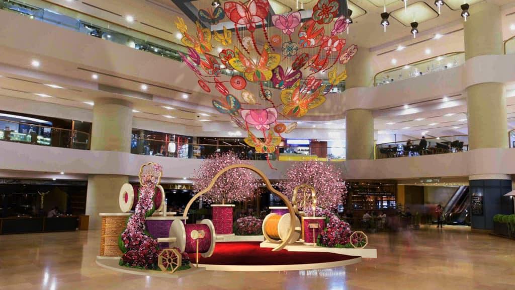 太古廣場:Fortune Takes Flight 農曆新年活動 金鐘太古廣場以各式風箏佈置象徵節慶祝福翱翔天際。
