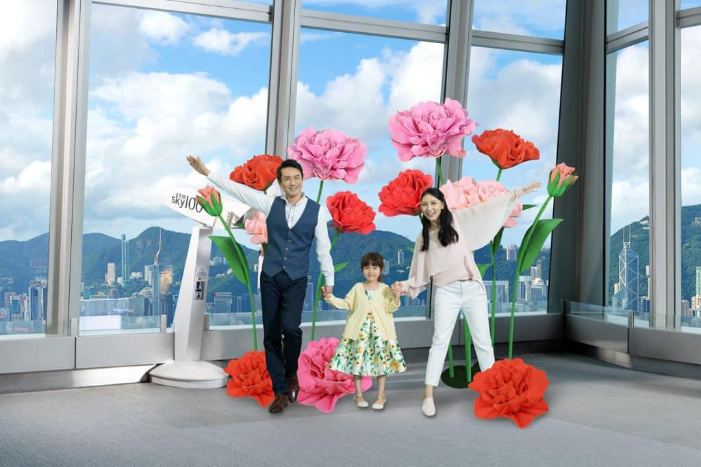 天際100/Sky100:花開富貴在天際 天際100觀景台擺設了 4 款巨型開運年花。