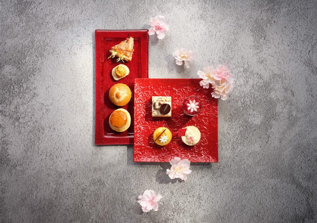 天際100/Sky100:花開富貴在天際 Café 100 by The Ritz-Carlton, Hong Kong 將推出以花為主題的二人下午茶。