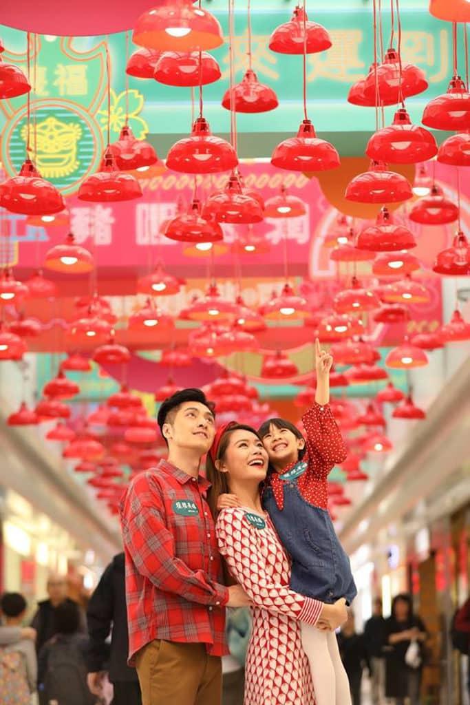 德福廣場:「至『紅』港式情懷」新春佈置 600 盞懷舊雞蛋燈打造的大紅燈海。