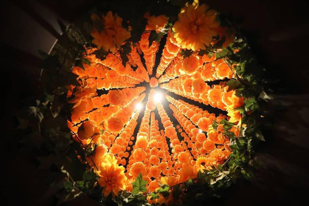 時代廣場:「新年與瑞獸同遊」展覽 「黃金年華」場景充滿奇幻感。