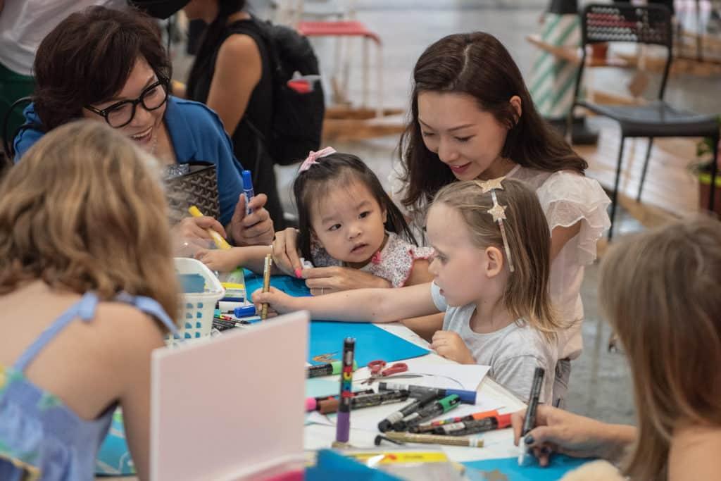 會展:Affordable Art Fair Hong Kong 2019 現場會舉辦適合小朋友參加的藝術工作坊。