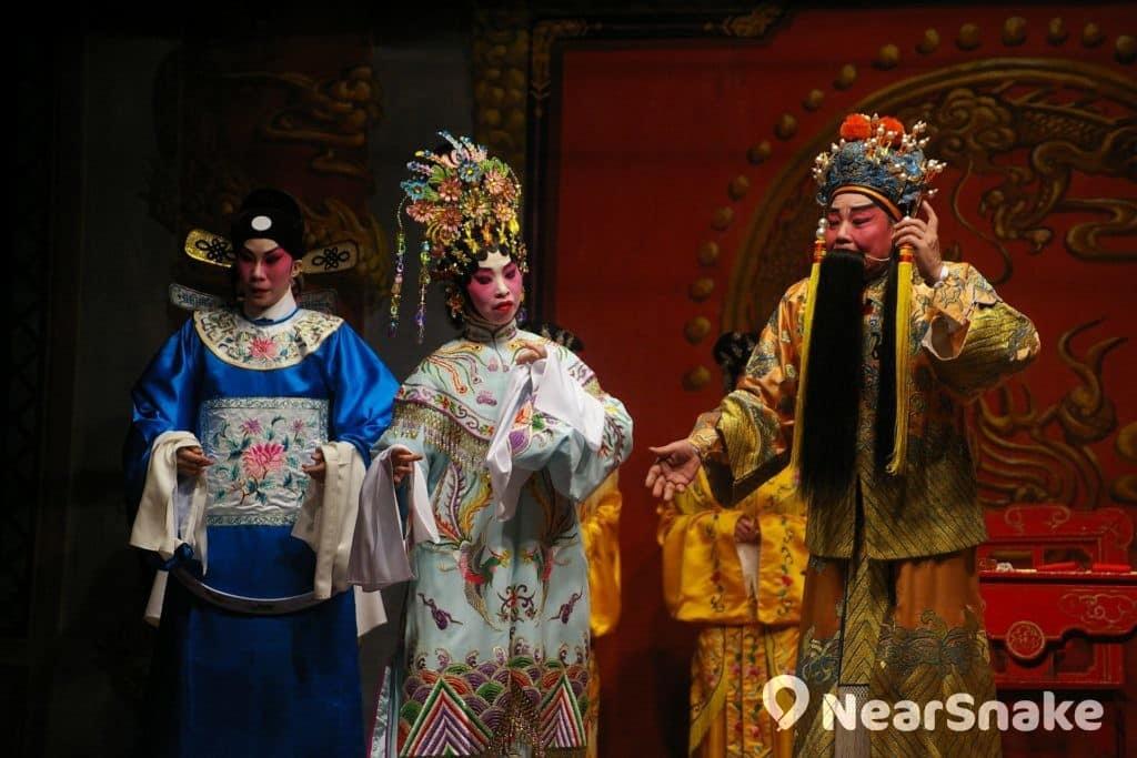 長洲太平清醮期間,北帝廟遊樂場足球場將會有神功戲上演。