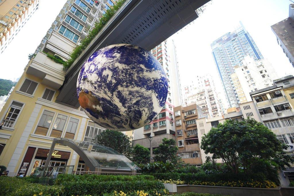 利東街及荃新天地:自轉地球藝術裝置 灣仔利東街將展出巨型「地球」藝術裝置。