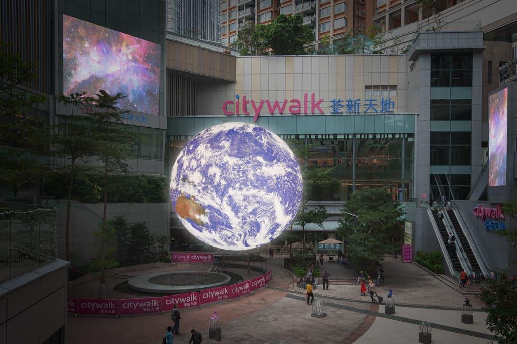 利東街及荃新天地:自轉地球藝術裝置 觀眾可透過裝置生動、立體地感受地球的奧妙。