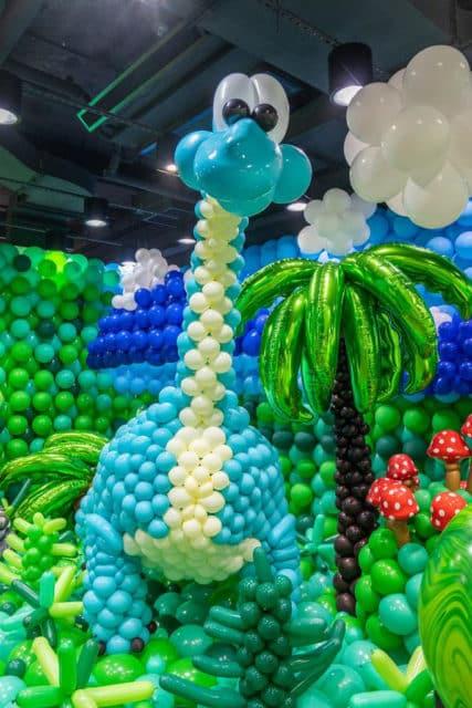 KCP九龍城廣場:「恐龍世界大冒險」氣球藝術展覽 藍色的長頸恐龍