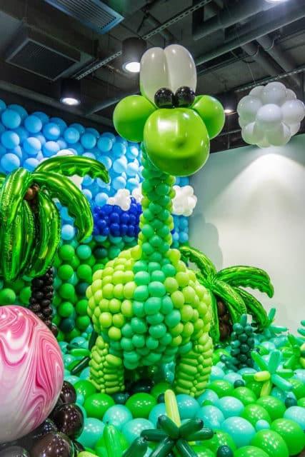 KCP九龍城廣場:「恐龍世界大冒險」氣球藝術展覽 綠色的長頸恐龍