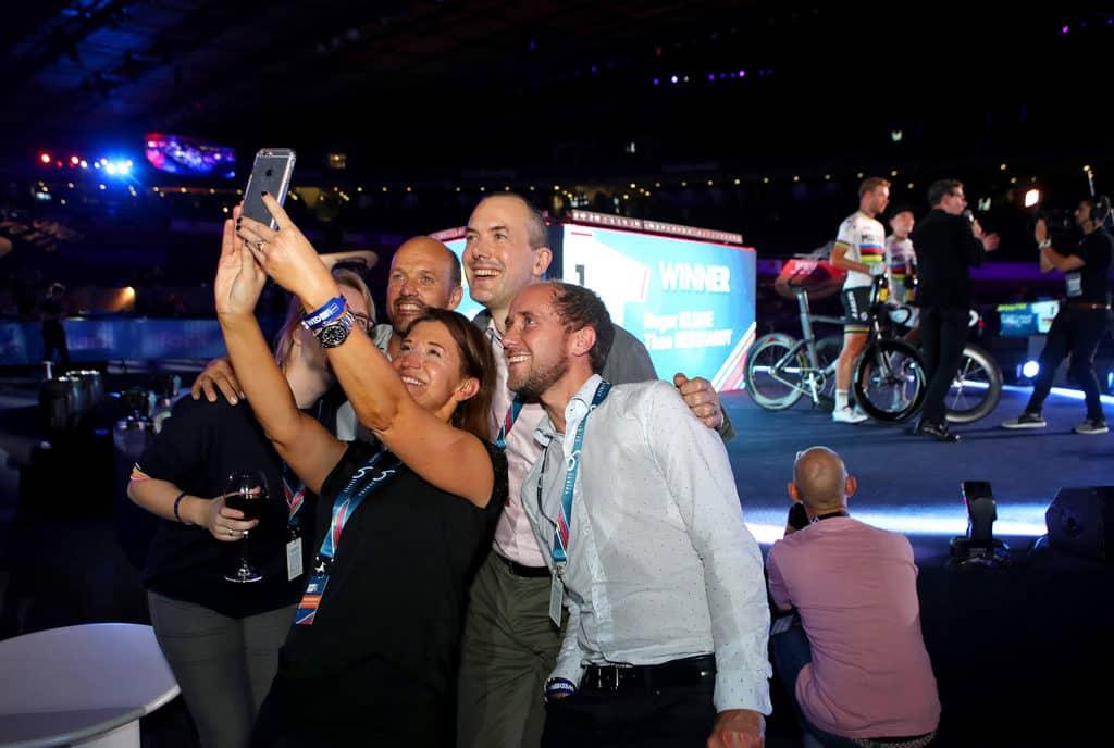 香港單車館:保誠國際單車賽2019 場內打造成充滿派對氣氛的嘉年華。