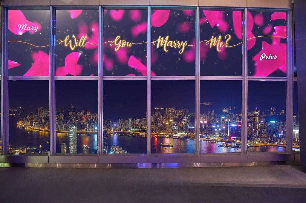 天際 100「幸福宣言」共有 5 個預設的動畫留言,包括「Will You Marry Me」、「I Love You」、「Happy Anniversary」等。