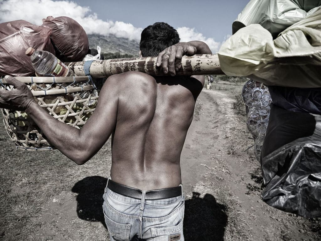 JCCAC:「山中無名英雄 / 龍目島林賈尼火山」Benny Lam攝影展 「山中無名英雄」大型相片展覽