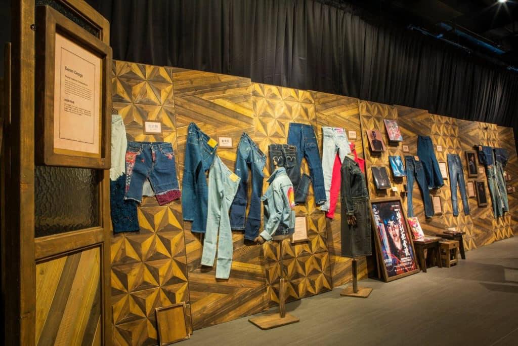 香港知專設計學院:DDDenim牛仔服的生活及文化時裝展覽 多名影視明星借出私人珍藏現場展示。