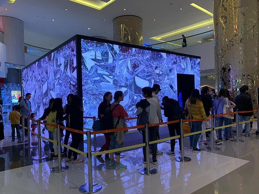 愉景新城:Artisanal Hub 流動體驗館的外牆由香港最大室內 4K LED 屏幕打造。