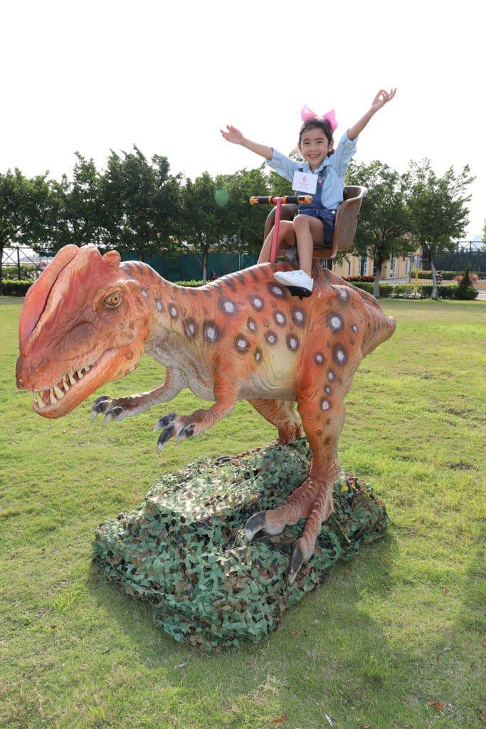 黃金海岸親子尋蛋樂2019 小朋友可騎上恐龍裝置拍照打卡。
