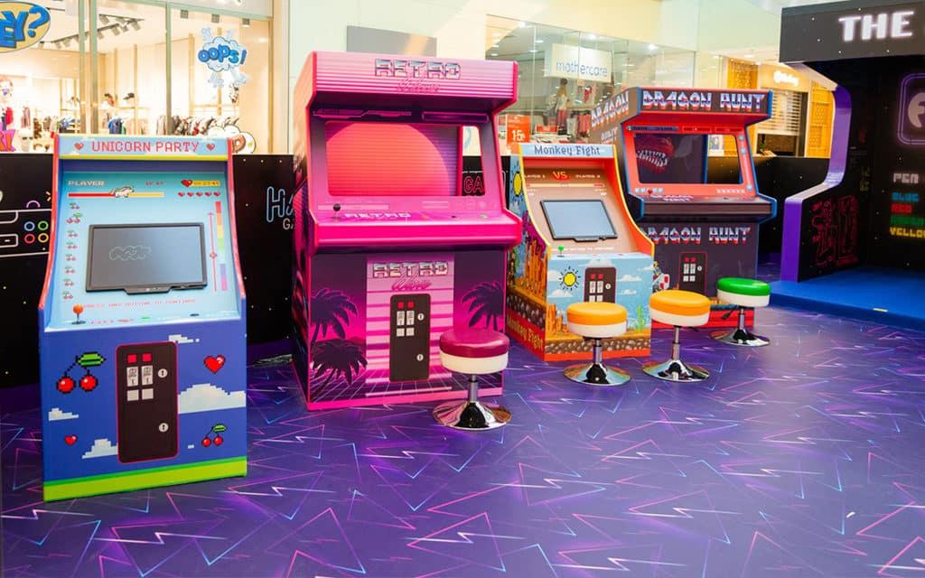 海港城:The ART-CADE電「紙」遊戲機中心 海運大廈地下中庭化身 80 年代的電「紙」遊戲機中心。