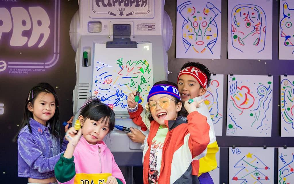 海港城:The ART-CADE電「紙」遊戲機中心 互動藝術裝置鼓勵小玩家創作專屬遊戲版圖。