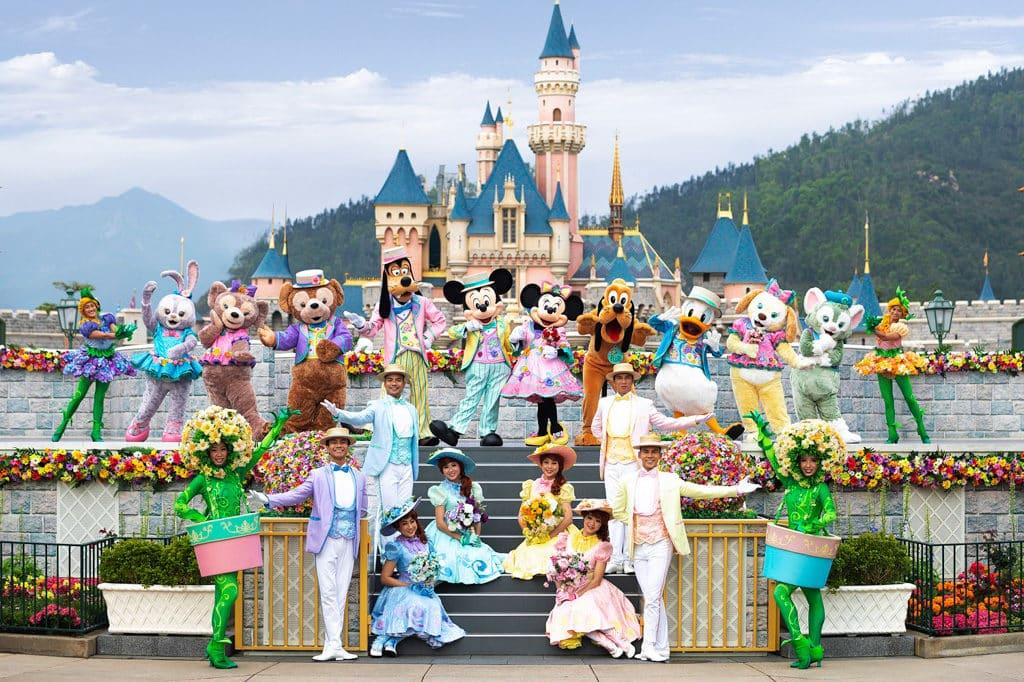 迪士尼樂園:迪士尼巨星嘉年華 廣場舞台會每天上演一場全新「迪士尼明星春日慶典」。