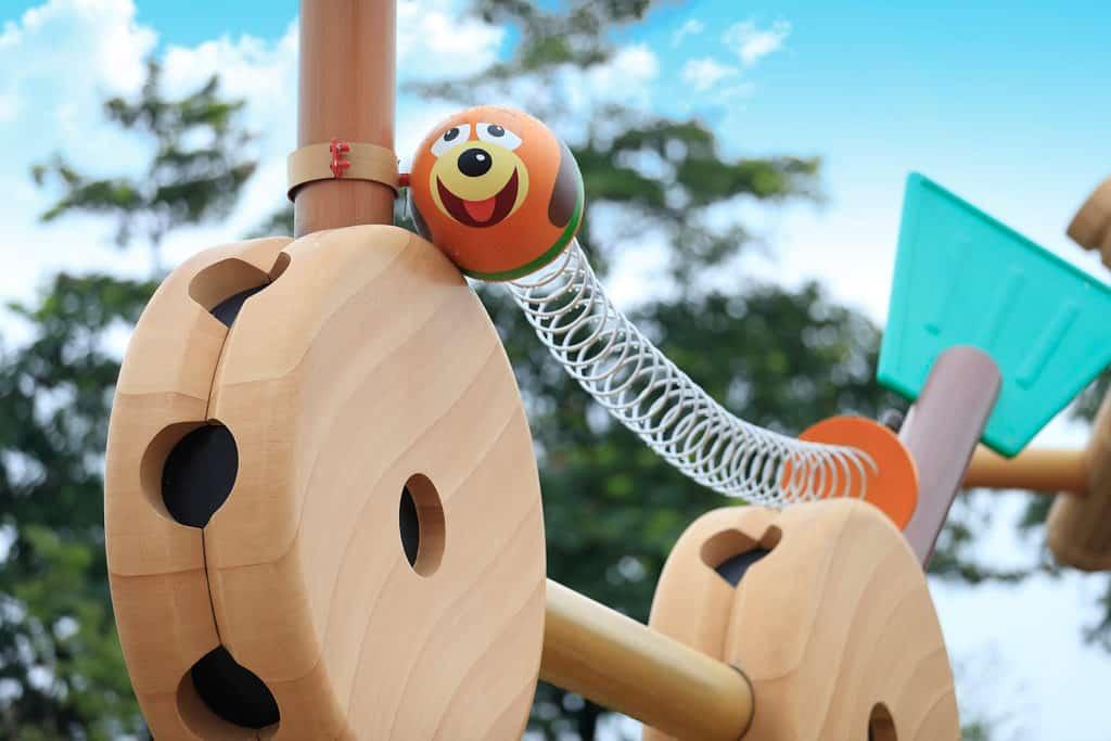 迪士尼樂園:迪士尼巨星嘉年華 超過100隻迪士尼花蛋遍佈樂園及三間酒店。