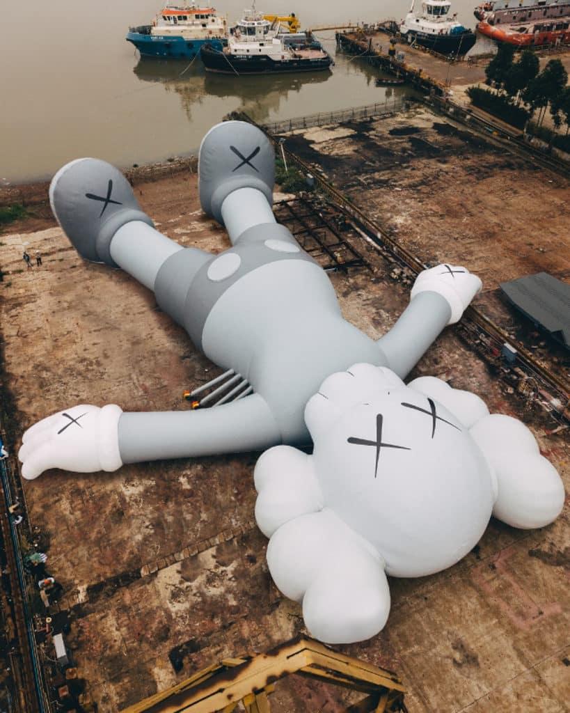 KAWS:HOLIDAY展覽香港站 巨型公仔早前已完成充氣測試。