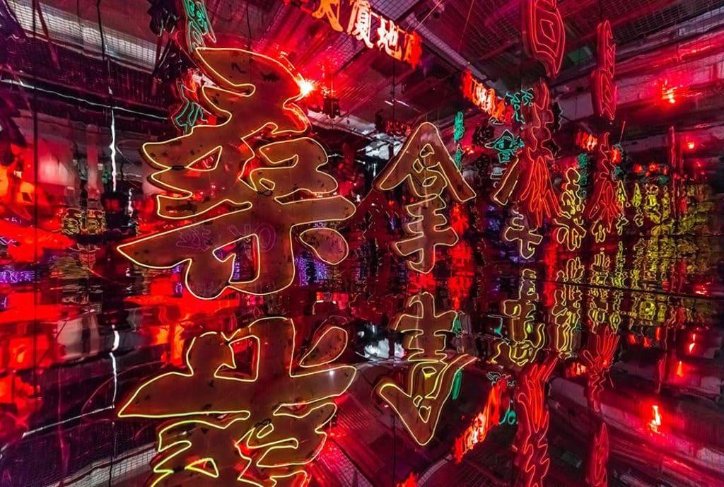 油街實現:城街·招牌燈光裝置 「桑拿」招牌相當能代表香港特色。