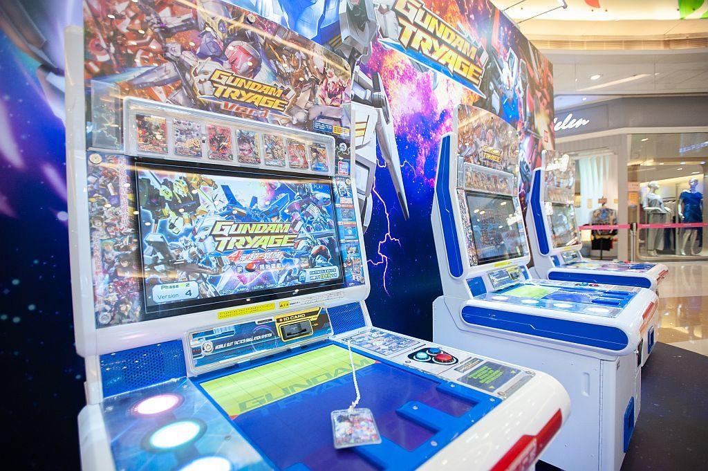 荃新天地復活節玩樂駅現場設有 《幪面超人》及《高達》的咭類對戰遊戲比賽。