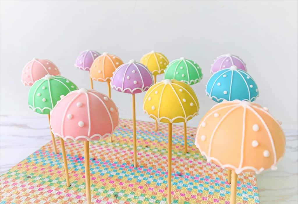 東薈城名店倉:春色傘樂處處雨傘藝術裝置 雨傘蛋糕棒棒糖